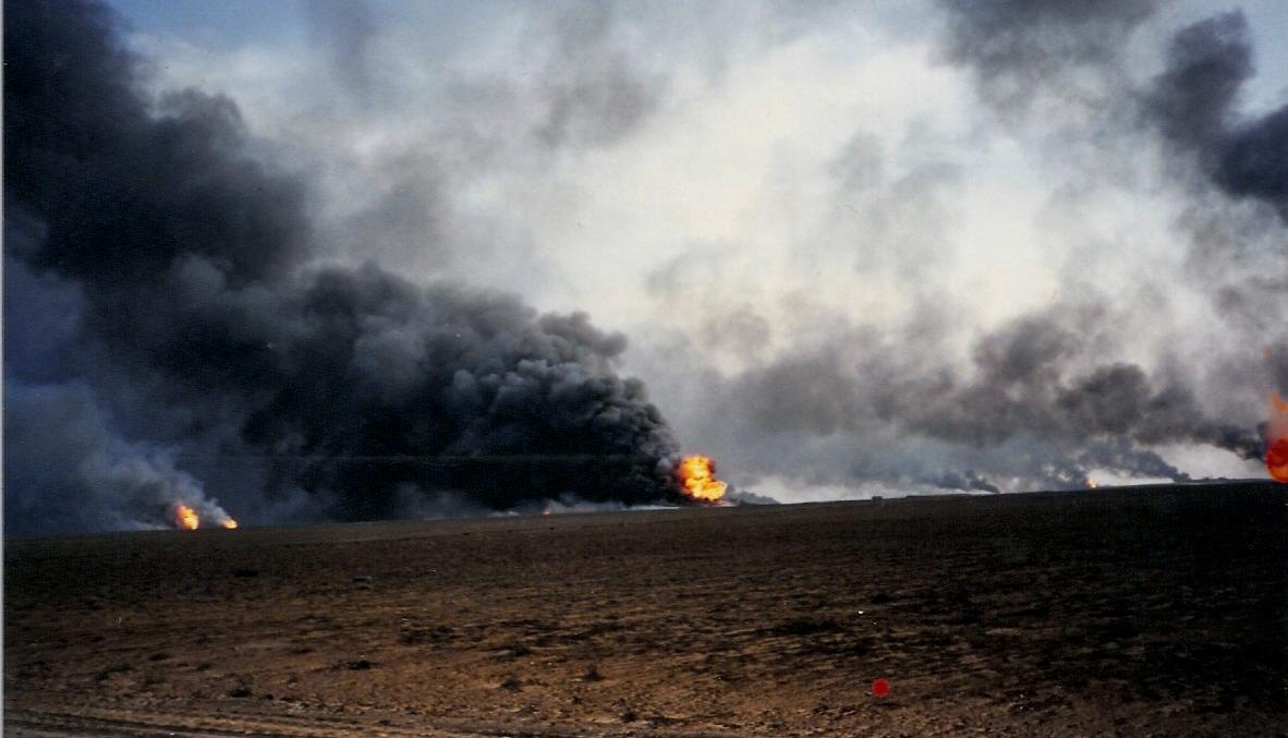 6 November dalam Sejarah: Sumur Minyak Kuwait yang Dibakar Irak, Dipadamkan untuk Terakhir Kalinya